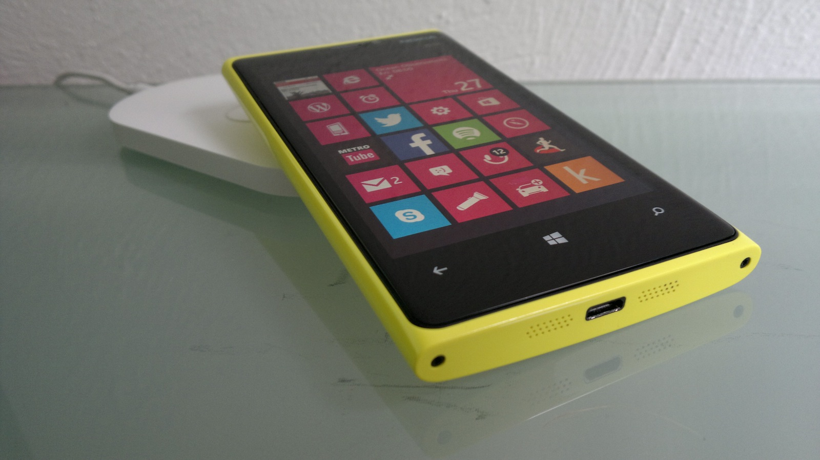 Nokia Lumia 920 on wireless charging plate