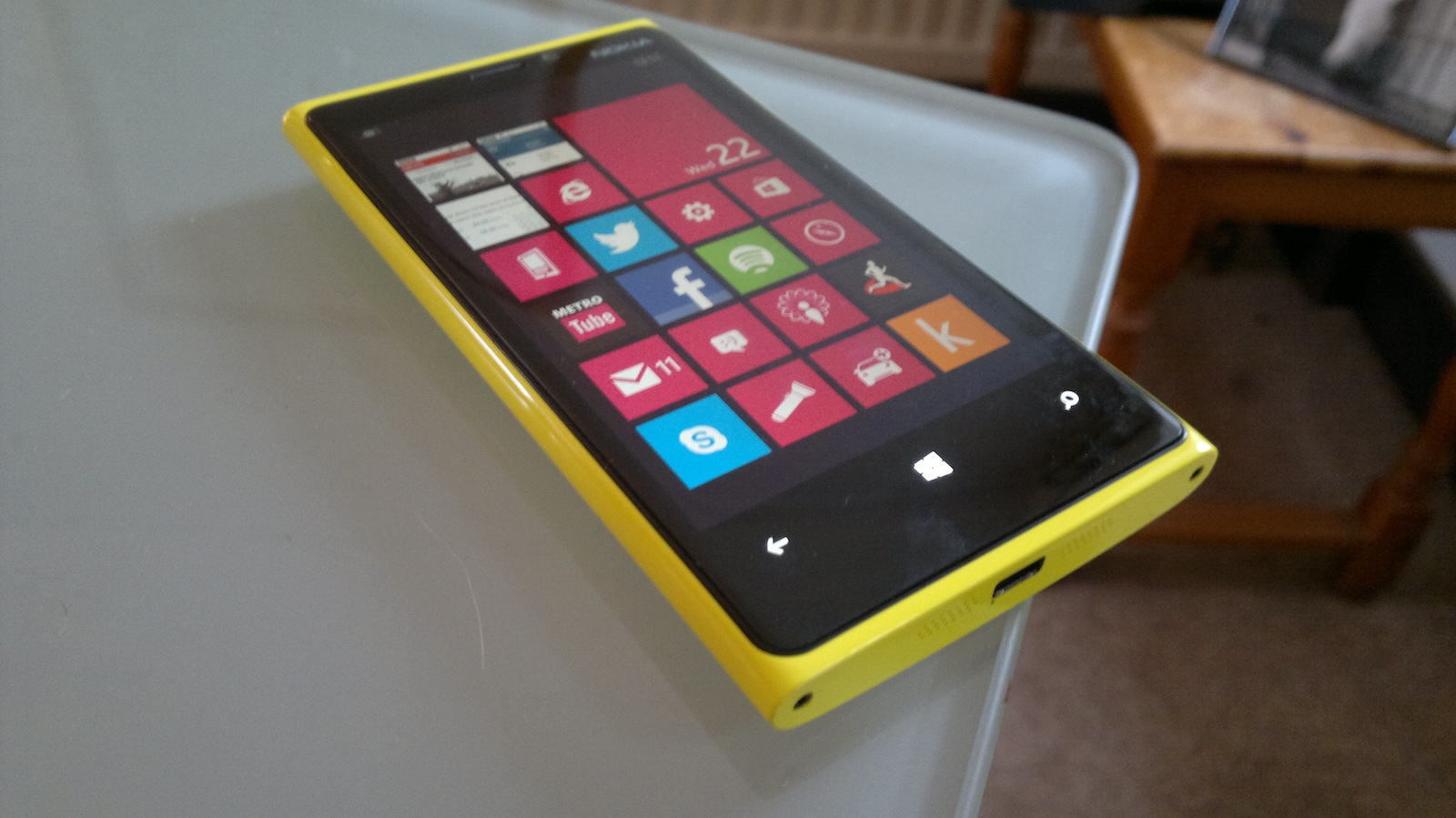 Nokia Lumia 920 on desk