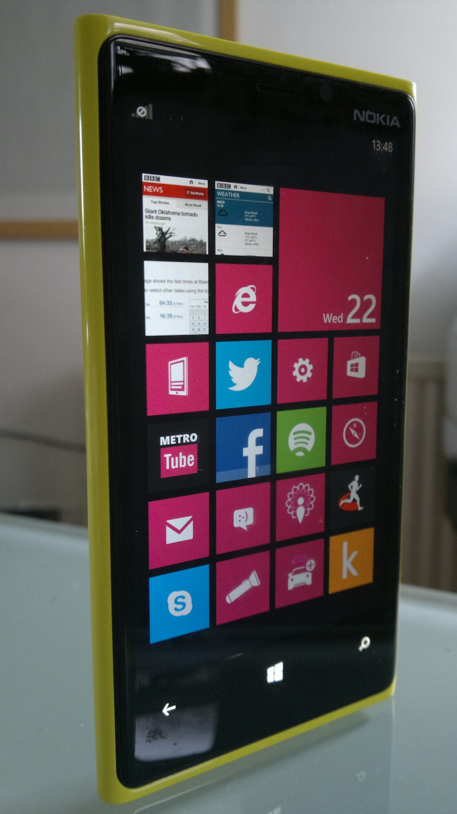 Nokia Lumia 920 standing upright